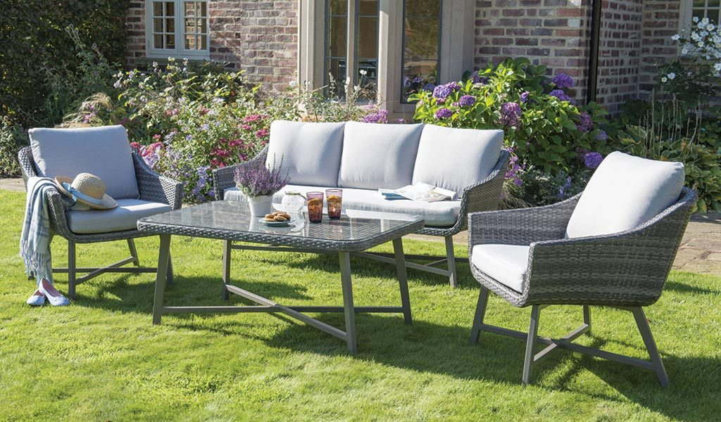 LaMode Lounge Set from KETTLER's Elegance range on a lawn.