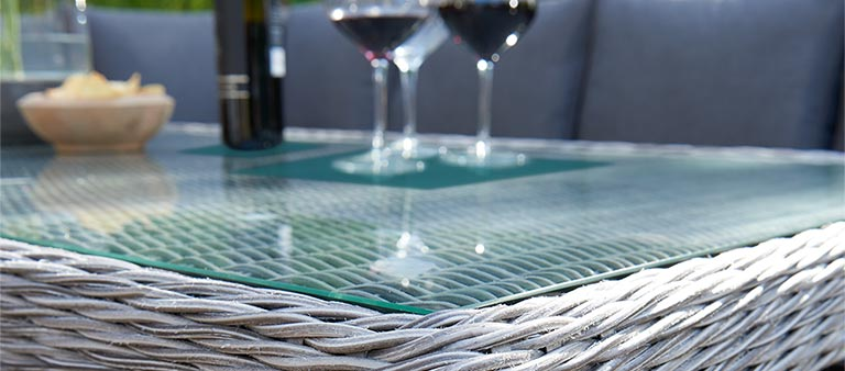 Palma glass top table detail