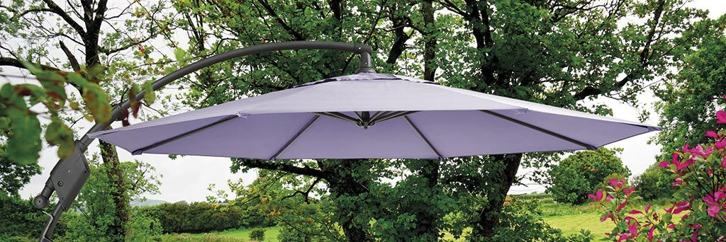 3m Free arm parasol lifestyle shot.